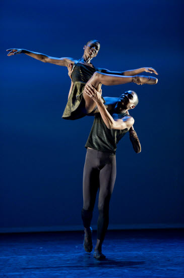 Ballet Black Cira Robinson and Damien Johnson in Henri Oguike's 'Da Gamba'