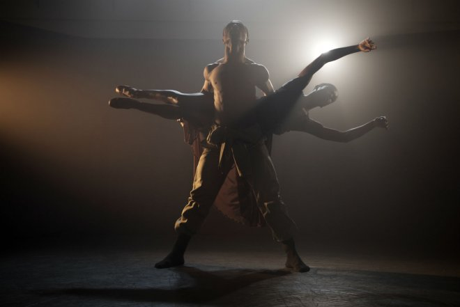 Jose Alves & Cira Robinson of Ballet Black performing in Mthuthuzeli November's 'Ingoma'